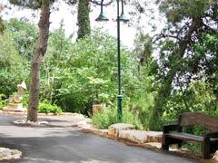 Ein Dorf in Israel lebt streng Vegan!! Sculpture_garden_2